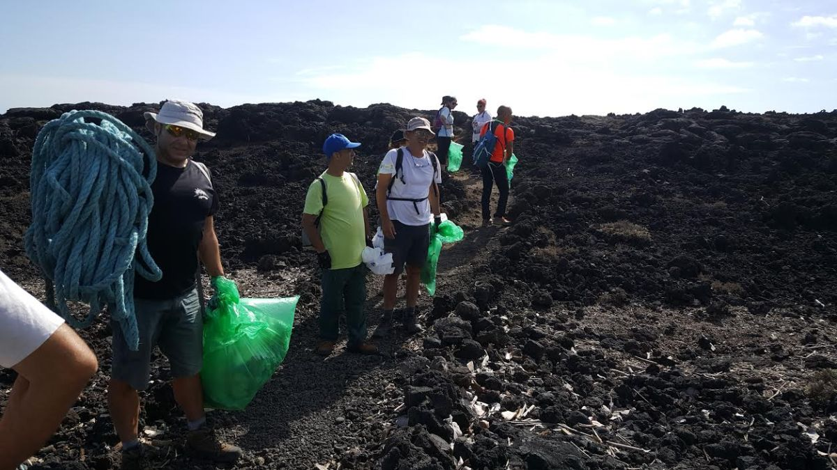 Retirada de 300 kilos de residuos de la Reserva Natural Especial del Malpaís de Güímar
